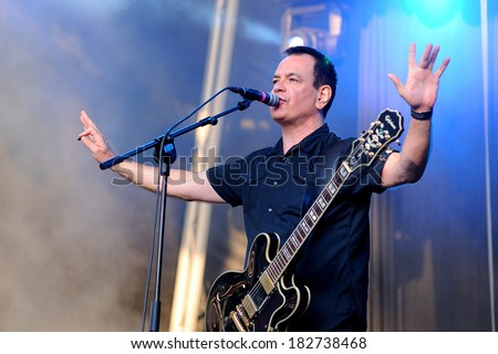 BARCELONA - MAY 30: The Wedding Present (band) performs at Arc de Triomf for free on May 30, 2012 in Barcelona, Spain. San Miguel Primavera Sound Festival.