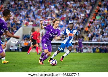 BARCELONA - SEP 18: Luka Modric plays at the La Liga match between RCD Espanyol and Real Madrid CF at RCDE Stadium on September 18, 2016 in Barcelona, Spain.