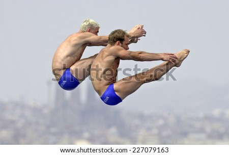 BARCELONA, SPAIN-SEPTEMBER 05,1999: british divers p. waterfield and l. taylor during the synchronized diving final of the Swimming World Cup, in Barcelona.