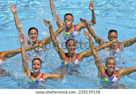 BARCELONA, SPAIN-SEPTEMBER 04,1999: Canada swimming synchronized team in action during the World Swimming Championship, in Barcelona.