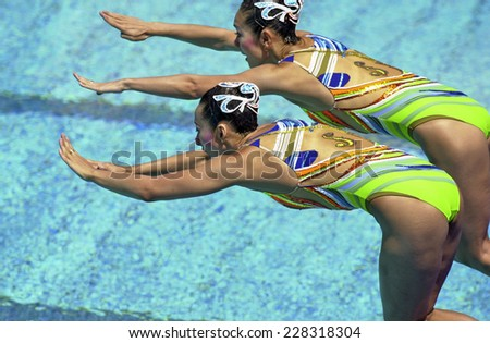 BARCELONA, SPAIN-SEPTEMBER 03, 1999 Japan couple Miya Tachibana and Miho Takeda, during the swimming synchronized final of the Swimming World Championship, in Barcelona. - stock photo