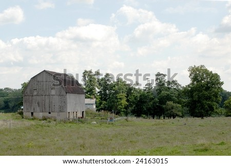 barn in Summer on cloudy day