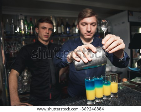 Bartender check the of the trainee