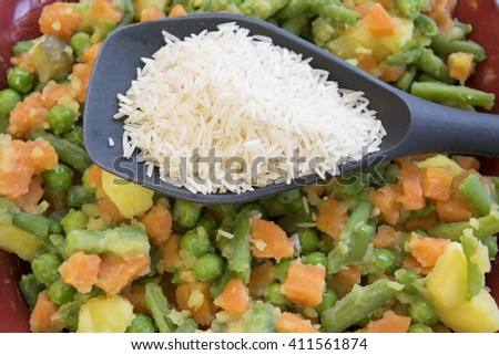 basmati rice on steamed chopped vegetables
