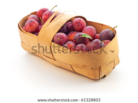 Bast basket full of plums
