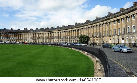 BATH - OCT 1: View of the Royal Crescent designed by architect John Wood the Younger in late 18th century on Oct 1, 2012 in Bath, UK. The Royal Crescent consists of 30 terraced Georgian Town Houses.