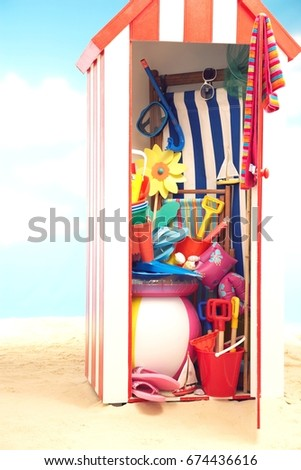 Superbe Beach Storage Cabin With Beach Toys