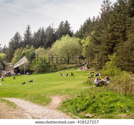 Beacon Fell Country Park, Lancashire, Uk. May 8th 2016. Tourists enjoying the beautiful summer weather with a picnic at beacon Fell Country Park