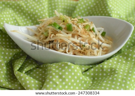 Bean sprouts sesame salad