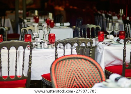 Beauitiful table setting with wine glasses in an outdoor Parisian restaurant