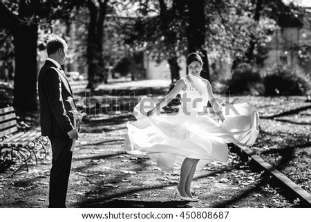Beautiful bride whirls in the autumn park