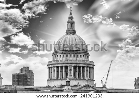 Beautiful details of St. Pauls Cathedral.