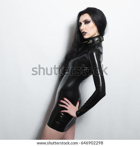 extreem dominatrix brunette