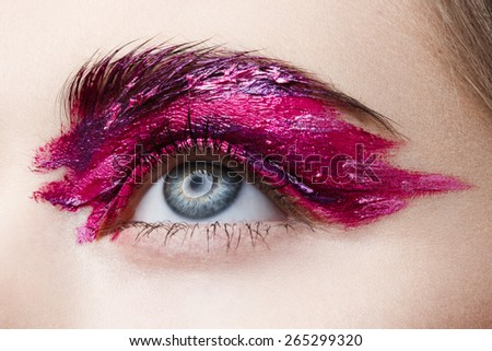 Beautiful Eyes brushstroke make-up
