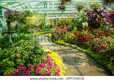 Beautiful flower garden / flowers are blooming much. With pathways admire the beauty of the flowers are abundant curves. - stock photo