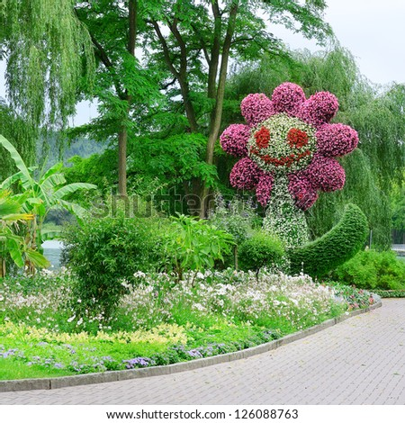 beautiful flowerbed in the shape of a flower