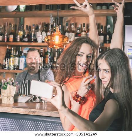 dating a bartender girl selfie