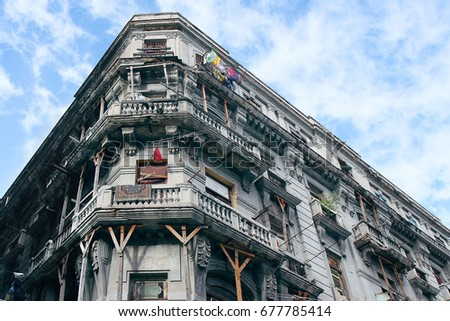 BEAUTIFUL HISTORICAL BUILDING IN THE CENTRE OF HAVANA, HOW FASCINATING THAT PEOPLE ARE STILL LIVING THERE, CUBA