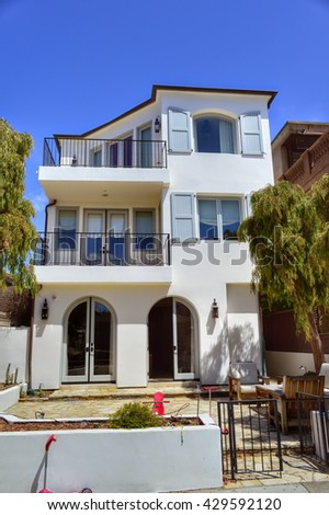 Beautiful homes and estates in the Manhattan Beach City, CA.