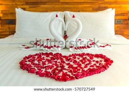 Beautiful Hotel For Honeymoon SweetSwan Couple Put On Bed Look Like Heart Shape