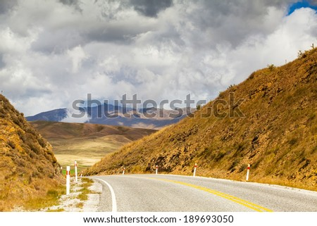 Beautiful landscape of asphalt road in the Southern Alps of New Zealand