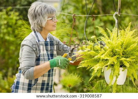 Charmant Beautiful Mature Woman Taking Care Of The Garden