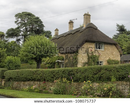 Beautiful old cottage with thatched roof in the village of Chipping Campden, Cotswold, United Kingdom.