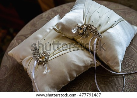 Beautiful set of women's wedding accessories. pearl necklace and earrings