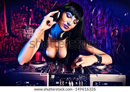 Sexy dj girl
