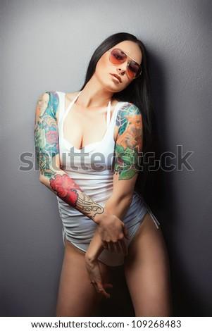 Sexy neket girl