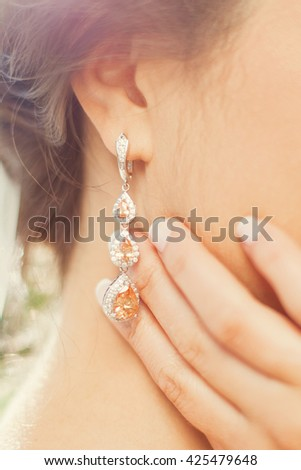 beautiful silver earrings with diamods