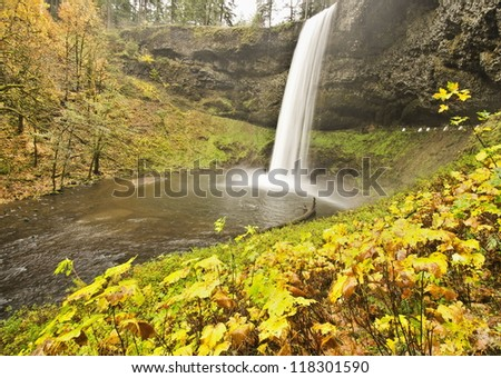 Beautiful Silver Falls in Fall Color