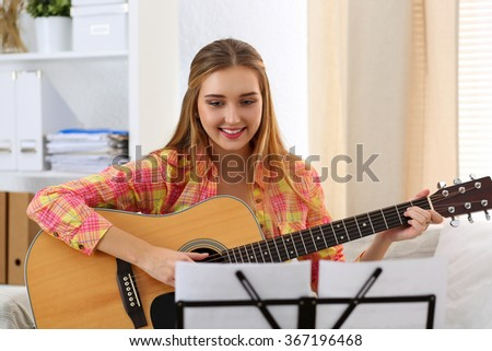 My hobby: Playing/play the guitar