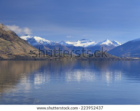 Beautiful View of Lake Wanaka in autumn, Otago region, South Island, New Zealand.