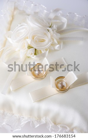 Beautiful wedding rings on a elegant cushion