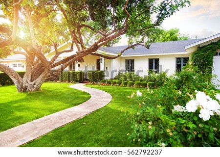 Beautiful white color single family home in Phoenix, Arizona USA with big green  grass yard - Yard Stock Images, Royalty-Free Images & Vectors Shutterstock