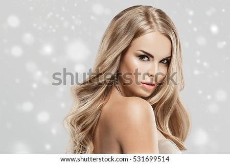 Đẹp Woman Mặt Portrait Chăm sóc da Beauty Concept.  Làm đẹp Người mẫu Thời trang cô lập