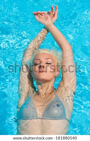 Beautiful woman fashion portrait in swimming pool.
