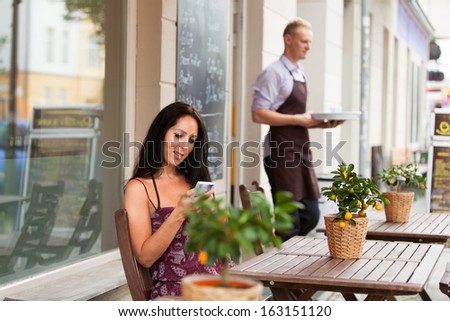 Beautiful woman is sitting in a coffee shop