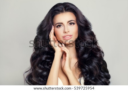 Beautiful Woman Model with Fresh Skin, Daily Makeup and Wavy Hairstyle. Long Shiny Hair, Sexy Lips Make-up and Dark Eyebrows