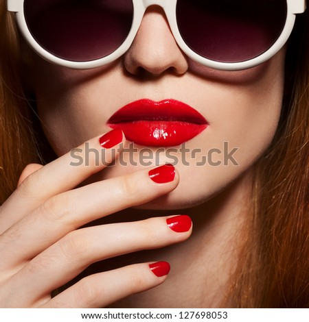 Beautiful woman with bright make-up and sunglasses