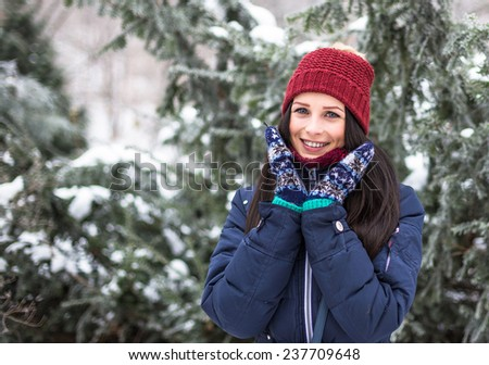 Beautiful young girl smiling in winter frost park