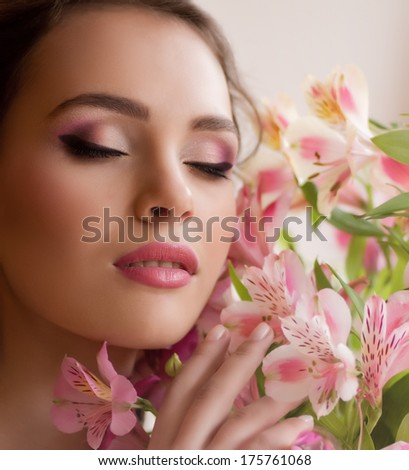 Beauty face of the young woman with flowers