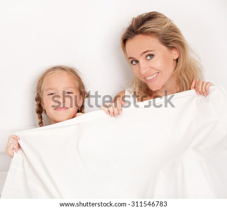 bed mom and daughter