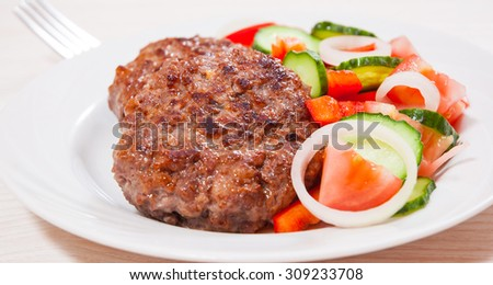beef burger with vegetables salad