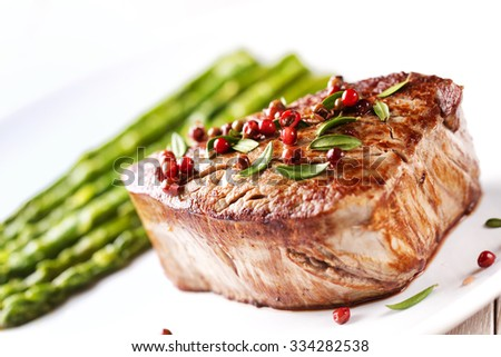 Beef Fillet With Pink Pepper And Asparagus