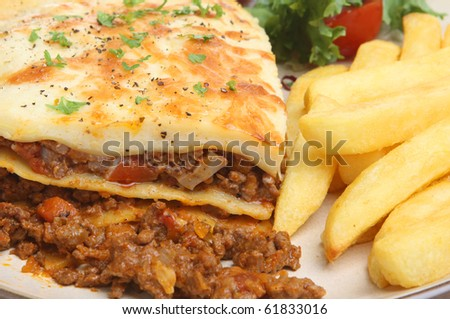 Beef lasagna with chips