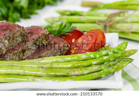 Beef steak medium roast with asparagus and tomatoes