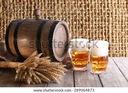Beer barrel with beer glasses on table