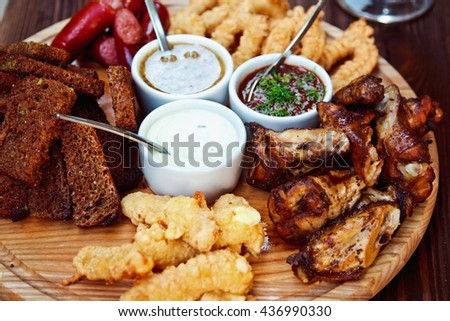 Beer platter - cheese sticks, rye croutons, chicken wings, home-smoked
